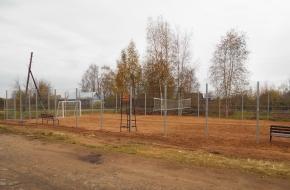 В деревне Кузовино появилась новая универсальная спортивная площадка