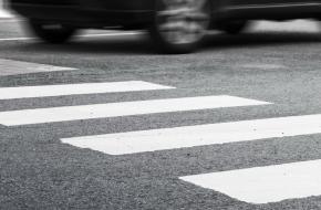 В Лихославле на пешеходном переходе машина сбила 2-летнего ребенка, водителя ищут