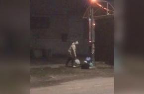 Жители города Лихославля, выкидывающие на улицу пакеты с мусором, попали на видео (видео)