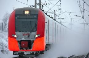 В Лихославльском районе мужчина сел на край платформы и попал под поезд