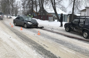 В Лихославле столкнулись две легковушки, среди пострадавших двое детей (фото, видео)