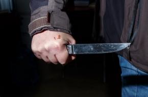 В поселке Калашниково мужчина пырнул ножом женщину в живот