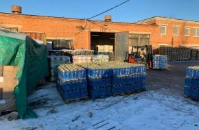 В Лихославле силовики штурмом взяли подпольный цех по производству стеклоомывайки (фото и видео)