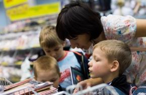 Родители всех школьников получат по 10 тысяч рублей