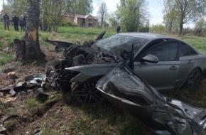 Появились подробности и фотографии с места смертельного ДТП в Лихославльском районе