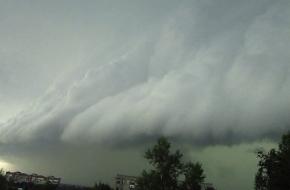 На Тверскую область надвигаются грозы, ливни и ураганный ветер