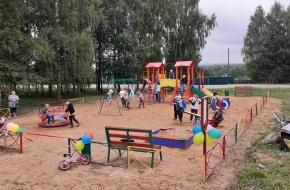 В деревне Кава открылась новая детская площадка