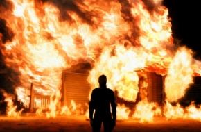 В поселке Калашниково муж из-за развода спалил дом