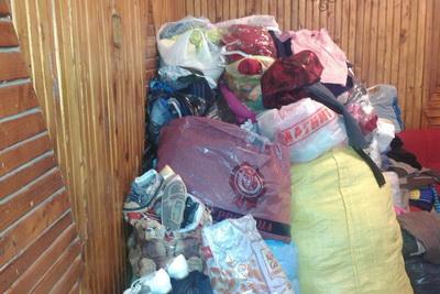Вещи собранные для украинских беженцев, приехавших в Лихославль. Фото: Надежда Фёдорова, vk.com/pomogem_vmeste_lihoslavl