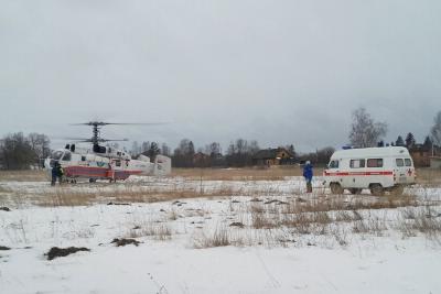 В Торжок на вертолете для лечения доставили тяжелобольную женщину. Фото: 69.mchs.gov.ru