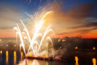 Праздничный салют в честь дня города Твери. Фото: efimov-igor-69.livejournal.com