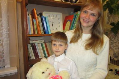 Александр Кравченко с мамой. Фото: Е.Ершова, Новоторжский вестник
