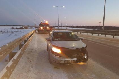 В Торжокском районе автоледи на иномарке налетела на железный забор, пострадала 5-летняя девочка (фото)