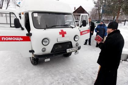 В Спирово освятили машину скорой помощи. Фото: tverlife.ru
