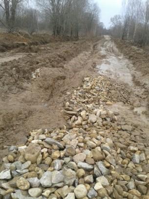 Разбитая строителями дорога. Фото: Серёга Ануфриев, https://vk.com/podslushano_torzhok
