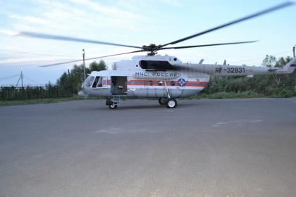 Вертолёт Ми-8 МЧС России в Лихославле. Фото: МЧС России