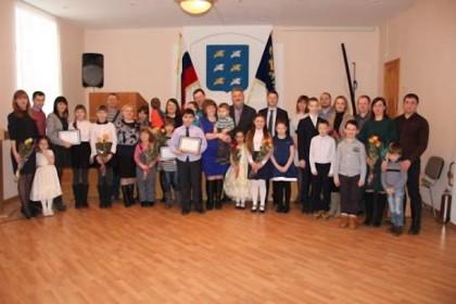 10 торжокских молодых семей получили сертификаты на приобретения жилья