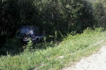В Спировском районе женщина за рулем внедорожника вылетела с дороги (фото)