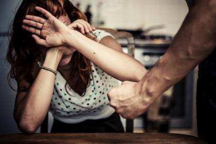 В Лихославльском районе буйный мужчина сломал женщине челюсть и обокрал овощехранилище