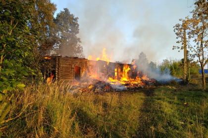 Пожар в Калашниково. Фото: 360tver.ru