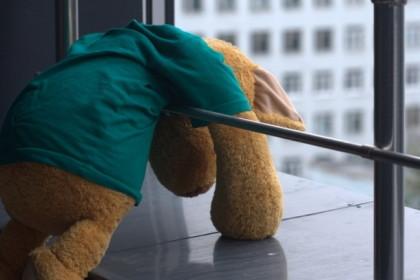 В Тверской области 7-летняя девочка упала с балкона третьего этажа