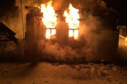 В деревне под Торжком сгорел жилой дом. Фото: МЧС