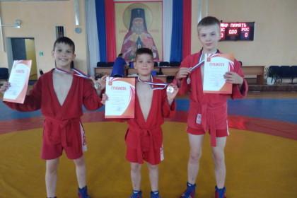 Калашниковские самбисты вошли в призеры на межрегиональном турнире по борьбе самбо