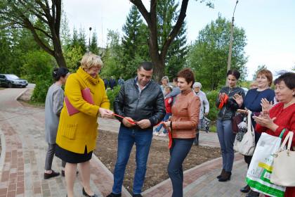 В Спирово после благоустройства открыли сквер