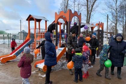 Торжественное открытие детской игровой площадки. Фото: admposelok.ru