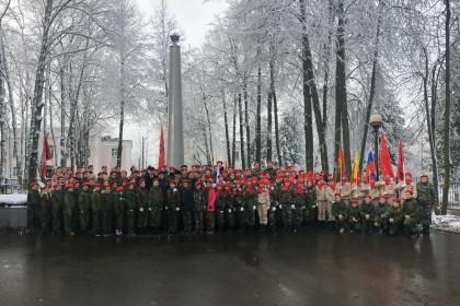 Жители и гости города Лихославля приняли участие в акции «Вперед, к Победе!». Фото: Евгений Козлов