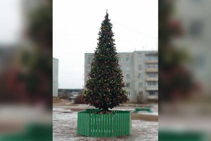 В поселке Калашниково установлена «новая» главная новогодняя ёлка
