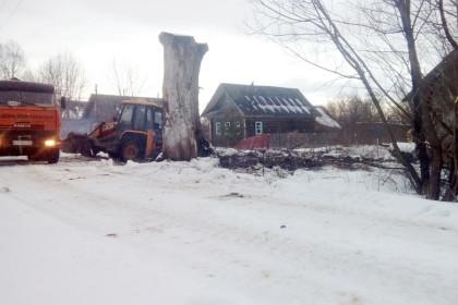 В Микшинском сельском поселении начались работы по сносу заброшенных ветхих домов