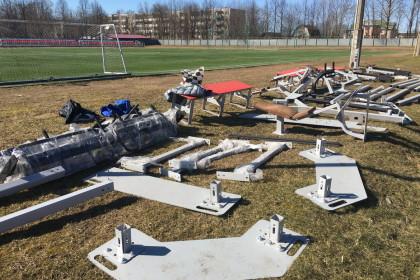 На стадионе «Салют» началась установка оборудования тренировочной спортивной площадки и для сдачи норм ГТО. Фото: Евгений Козлов