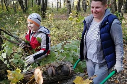 10 октября жителей Лихославля приглашают на субботник в парке напротив школы № 2