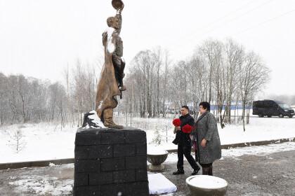 Губернатор Игорь Руденя в Лихославле возложил цветы к Памятнику неизвестному солдату и Обелиску Победы