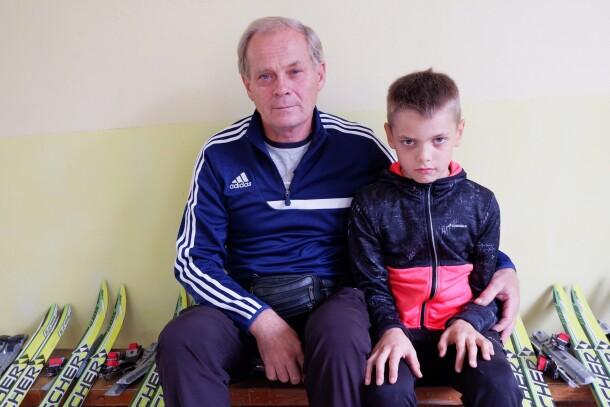 Анатолий Степанович Ольховский с внуком Ильей. Фото: Евгений Кудряшов, газета «Наша жизнь»